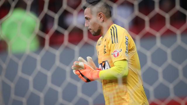 Diego Alves fala pela 1ª vez sobre crise no Fla e cita venda de Paquetá