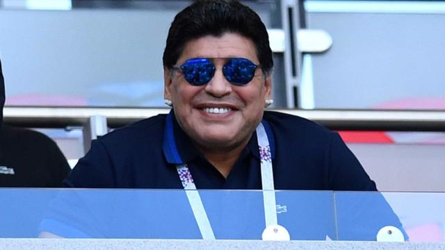 Maradona deixa hospital e filha diz que craque 'está bem'