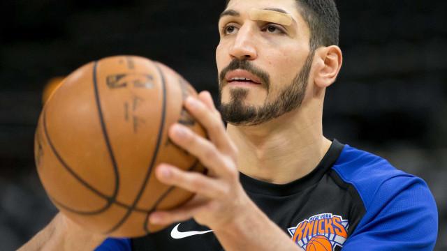 Por medo de ser morto, pivô turco dos Knicks não jogará em Londres