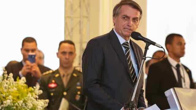 No 1º sábado na Presidência, Bolsonaro elege alvos: imprensa e PT