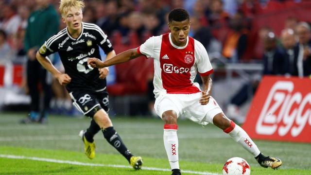 Ajax recebe oferta chinesa de R$ 127 milhões por David Neres