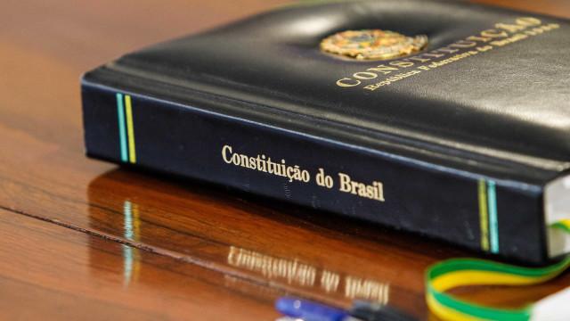Constituição passa por prova de fogo, diz autor de livro sobre poder