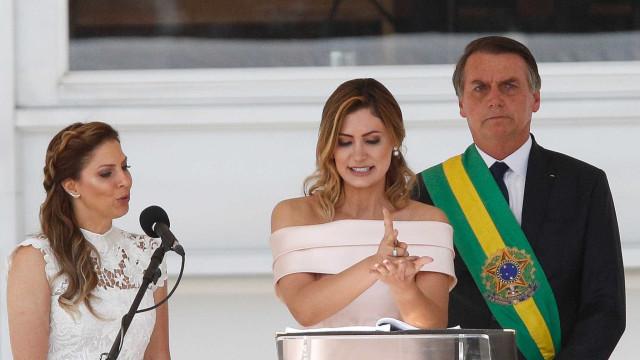 Discurso da primeira-dama em Libras ajuda na inclusão, dizem surdos