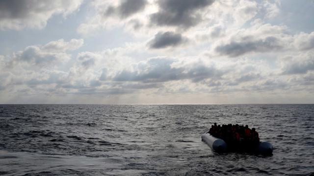 Dez países da UE se oferecem para acolher migrantes