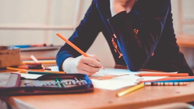 Maioria defende educação sexual e discussão sobre política nas escolas