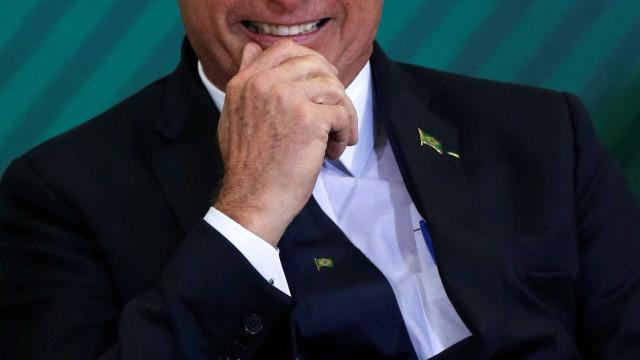 Perfis do governo nas redes fazem publicações a favor de Bolsonaro