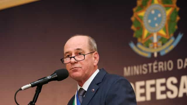 Ministro defende regime previdenciário especial para militares