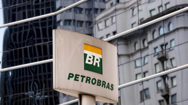 Petrobras formaliza dispensas de diretores Hugo Repsold e Solange Gomes