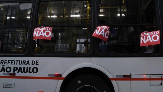 Manifestantes protestam em SP contra aumento da tarifa de transporte