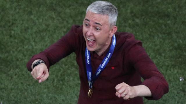 Athletico-PR renova contrato de Tiago Nunes por mais um ano