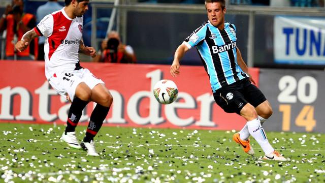 Ramiro elogia Carille e diz que trocou Grêmio por maior visibilidade