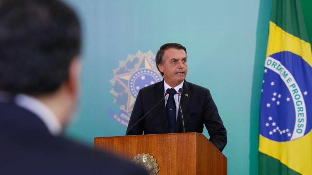 Contra a Constituição: Bolsonaro usa o próprio nome em peça do governo