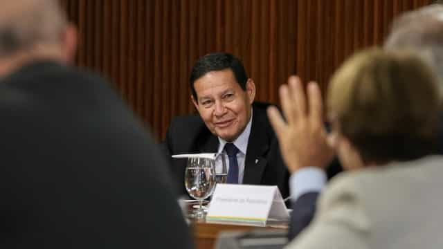 Mourão: Questão do CE tem de ser resolvida, em 1º lugar, por governador
