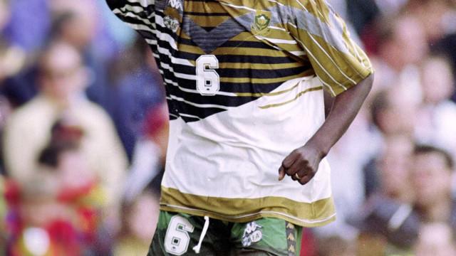 Morre ex-atacante Phil Masinga campeão continental em 1996
