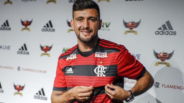 Fla apresenta Arrascaeta e avisa que desistiu de Dedé e Bruno Henrique
