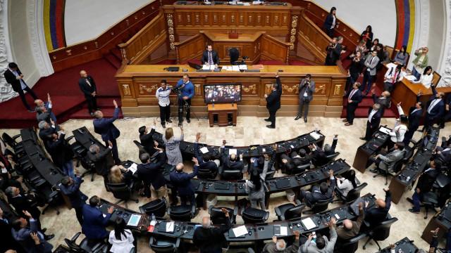 Parlamento venezuelano aprova acordo para entrada de ajuda humanitária