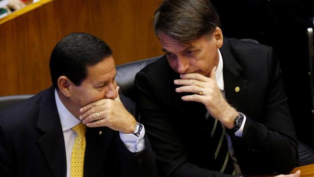 Bolsonaro fará passagem de cargo a Mourão antes de embarcar para Davos
