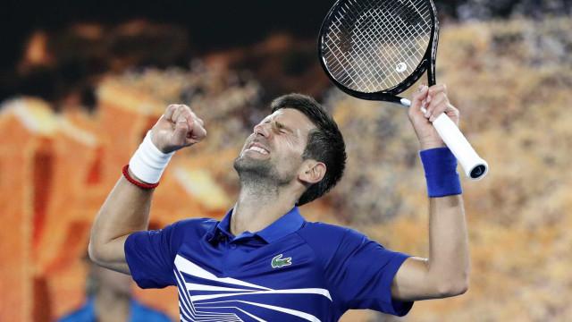 Djokovic e Nishikori se enfrentam por vaga na semi na Austrália