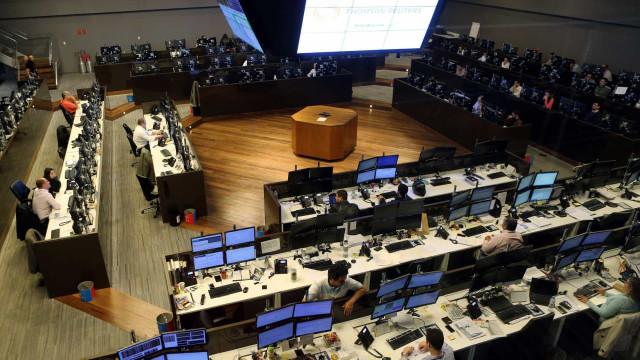 Bolsa cai quase 1% em dia negativo e com fala de Bolsonaro em Davos