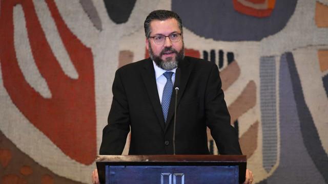 Embaixadores: as primeiras mudanças de Ernesto Araújo no Itamaraty