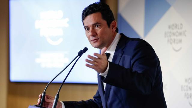 Moro diz que governo não vai interferir no caso Flávio Bolsonaro