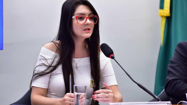 Justiça permite que deputada incite alunos a denunciar professores