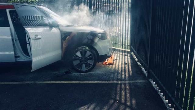 Polícia investiga incêndio com coquetel molotov em carro de prefeita