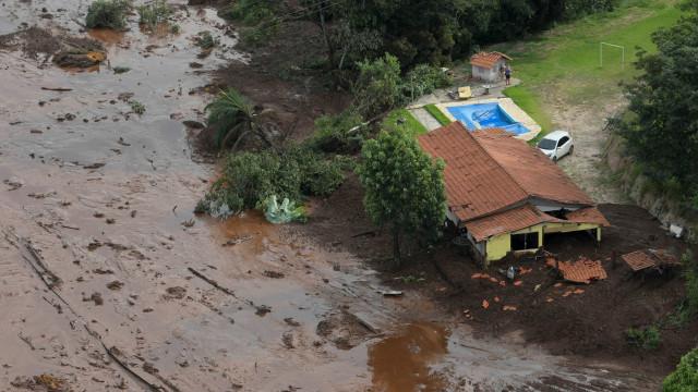 Brumadinho: bombeiros resgatam 279 pessoas e 150 estão desaparecidas