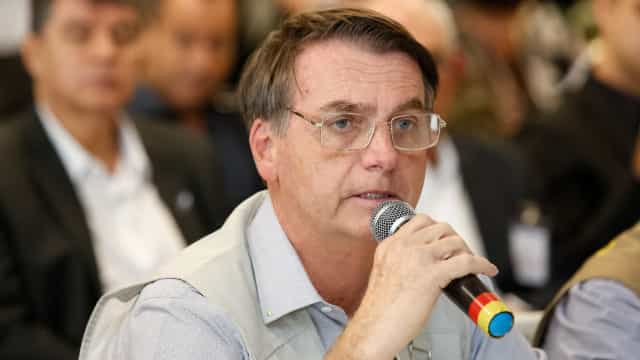 Após sobrevoar área, Bolsonaro diz que é 'difícil não se emocionar'