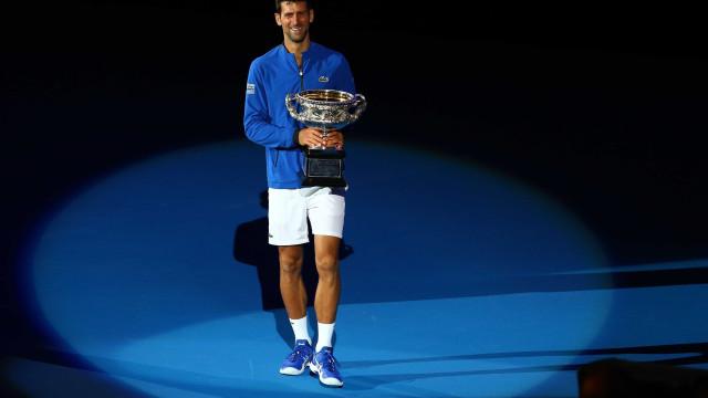 Djokovic arrasa Nadal e conquista o Aberto da Austrália pela 7ª vez