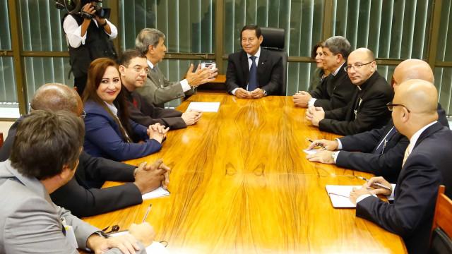 Mourão diz a embaixador palestino que país não pensa em mudar embaixada