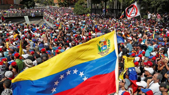 Manifestantes pró e contra Maduro voltam às ruas neste sábado