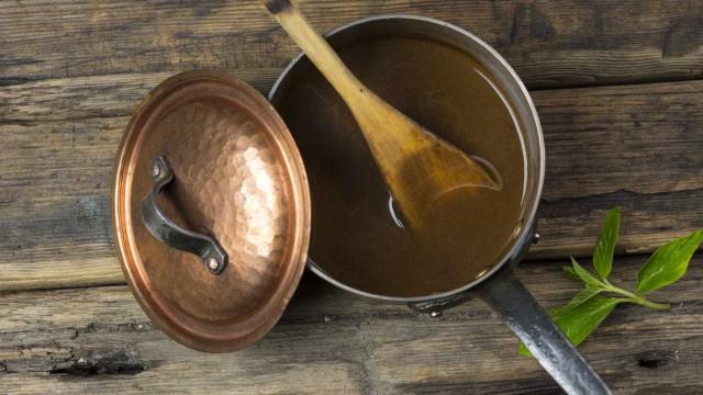 Aprenda 4 receitas fáceis de caldos naturais caseiros