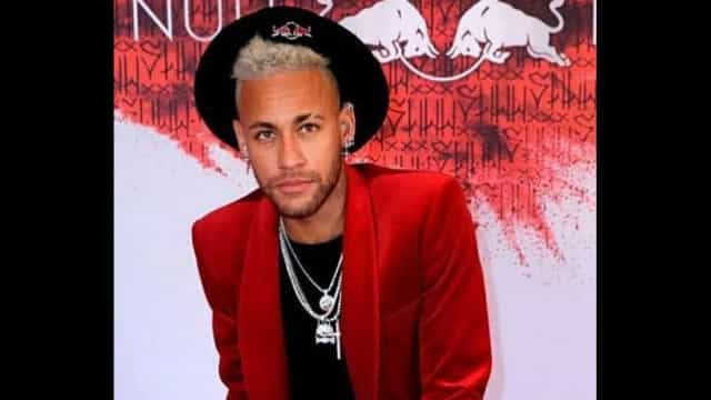 Neymar proíbe celular em festa, mas libera David Brazil, que filma tudo