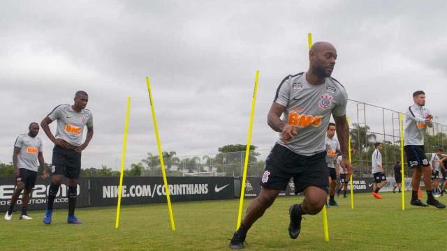 Carille esboça Corinthians com Love de titular ao lado de Gustagol
