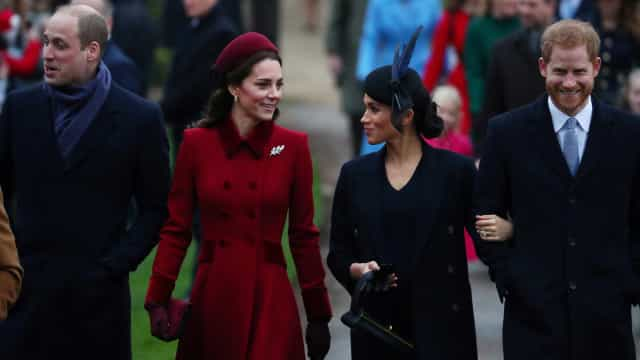 William e Harry brigam por causa de Meghan, diz revista