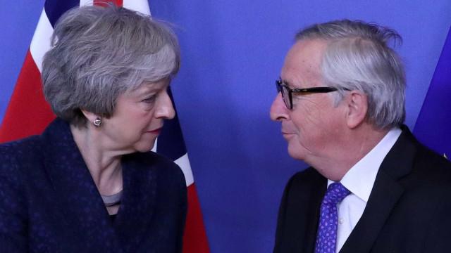 Europa não vai reabrir acordo do brexit, repete líder a Theresa May