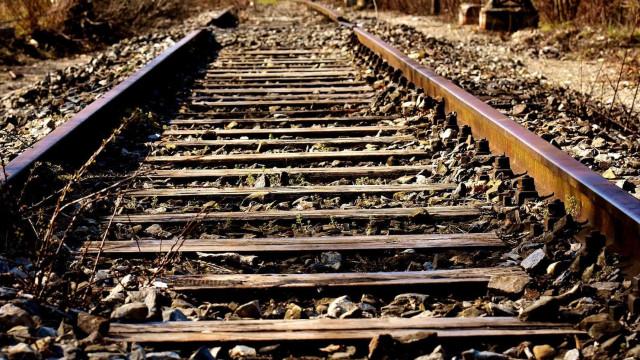 Colisão entre trens deixa 1 morto e dezenas de feridos em Barcelona