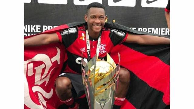 Mãe de atleta morto em incêndio faz pedido a presidente do Flamengo