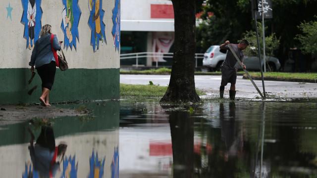 Com previsão de nova chuva forte nos próximos dias, Rio cancela aulas