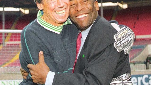 Pelé exalta Banks e lembra defesa 'impossível' que entrou para história