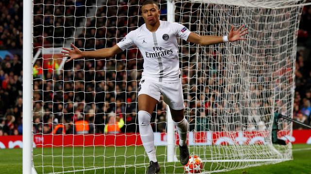 PSG bate United em Manchester e abre vantagem na Liga
