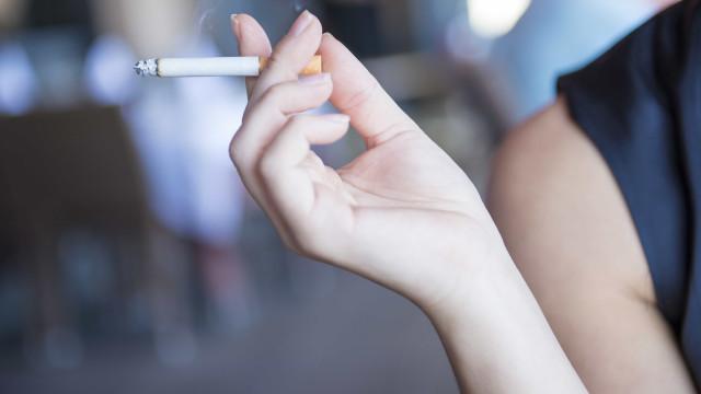 Seis truques para tirar o cheiro de cigarro de casa e do carro