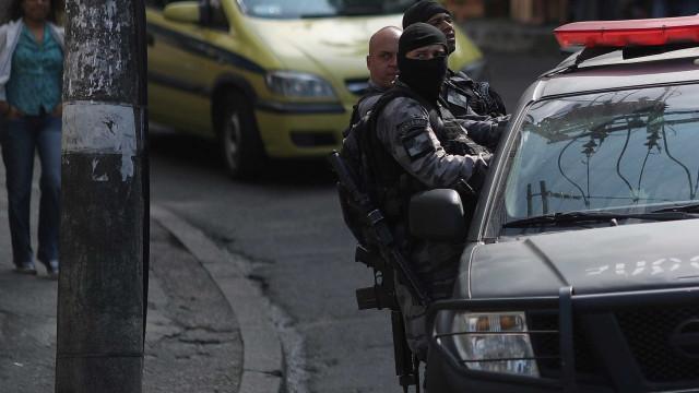 Menina de 11 anos é morta por policiais em favela no RJ, diz comunidade
