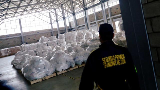 Índios fazem ajuda humanitária entrar na Venezuela