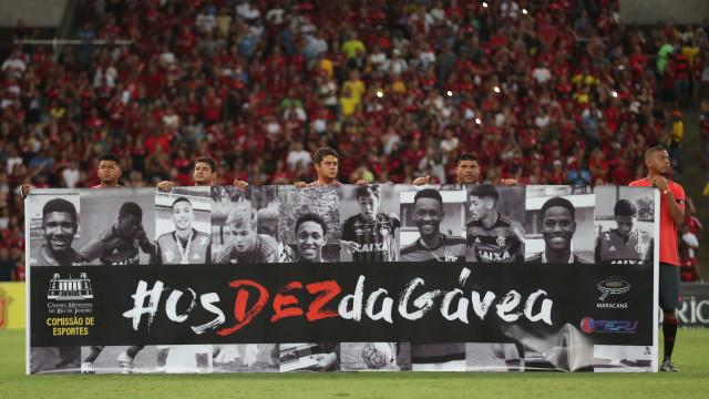 Em noite de homenagens, Flu vence Flamengo com gol no fim e vai à final