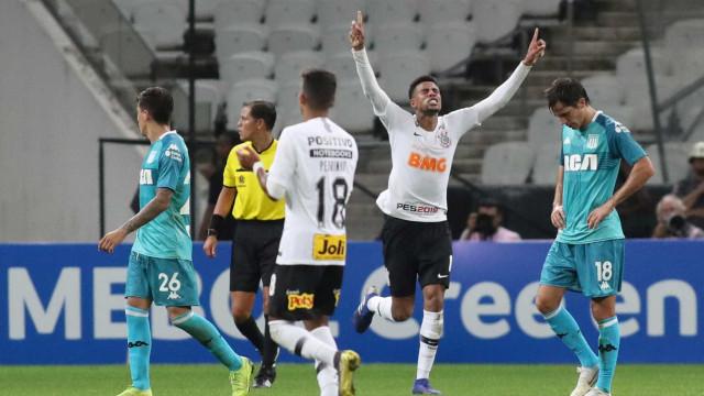 Corinthians se salva com gol no fim e empata com o Racing na 'Sula'