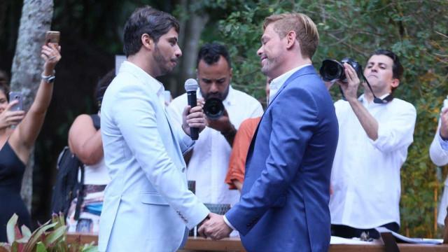 Bruno Chateaubriand se casa com companheiro em Búzios; veja fotos