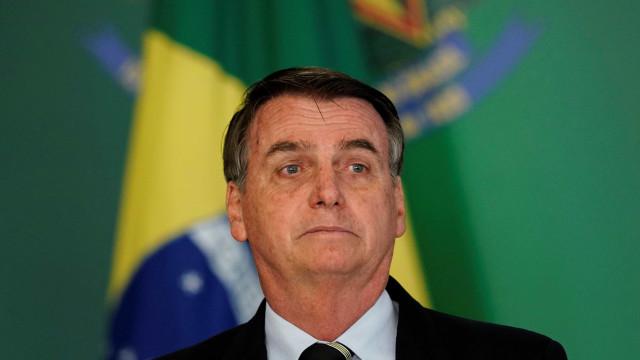 Bolsonaro faz fisioterapia e já sai da cama, diz boletim médico