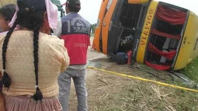 Pelo menos 24 mortos e 15 feridos em acidente com ônibus na Bolívia